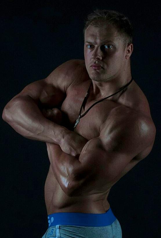 Иван Зацеляпин тренер в тренажерном зале СК Медведь в Сочи